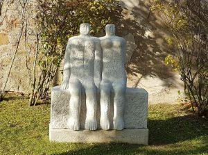 Skulpturen Paar auf Schloss Spielberg Aussenbereich