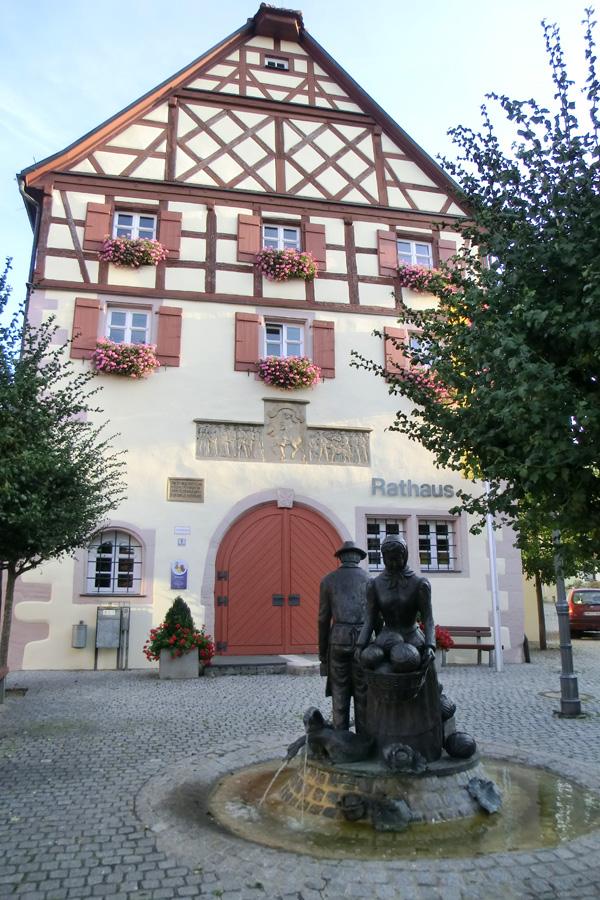 Rathaus mit Krautbrunnen